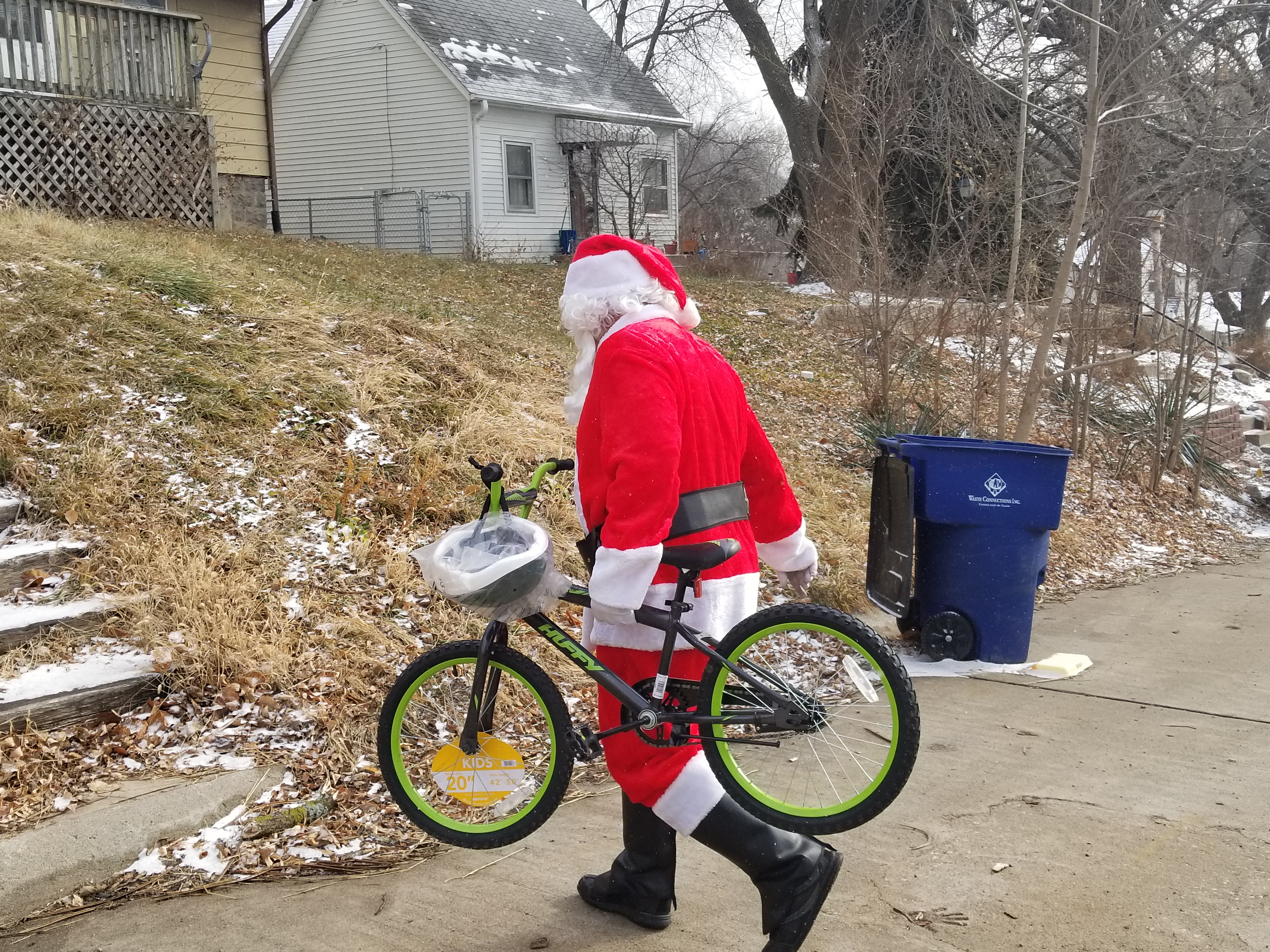 Santa delivers bikes in Louisville